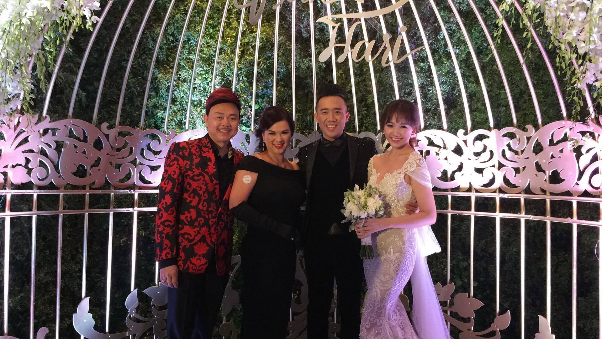 """Bố mẹ Hari Won - Trấn Thành và đông đảo nghệ sĩ dự """"đám cưới của năm"""" - 23"""