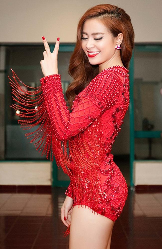 Hiện tại, Hoàng Thùy Linh đang là một nữ ca sĩ theo đuổi dòng nhạc dance trẻ trung, nóng bỏng.