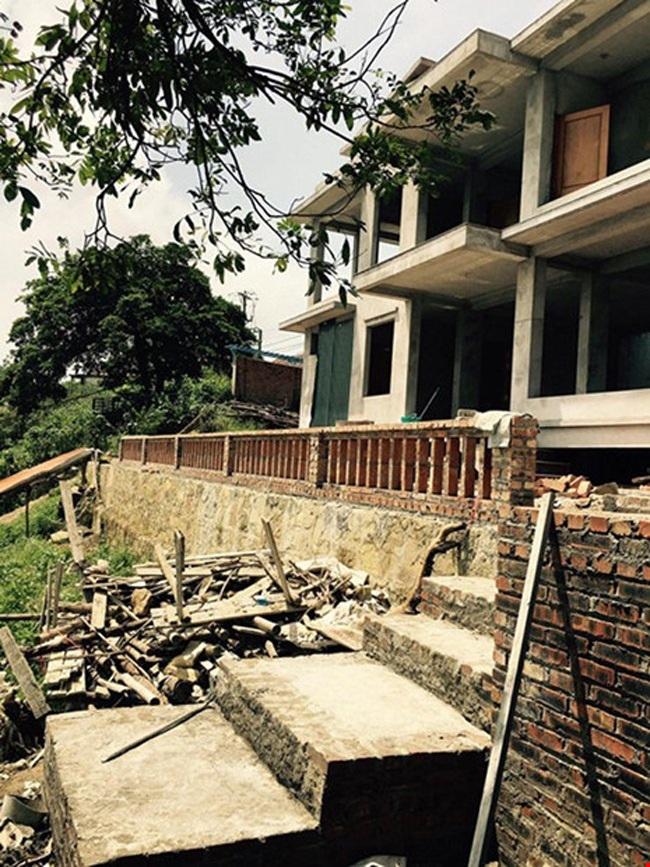 Ngoài ra, gia đình Hoàng Thùy Linh còn xây nhà ở Tam Đảo, Vĩnh Phúc.