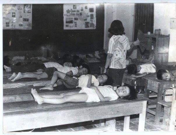 Thực nghiệm là trường học đầu tiên tại Hà Nội áp dụng hình thức học bán trú. Học sinh ở trường từ sáng đến tối, tự mang theo cặp lồng đồ ăn để ăn trưa, ngủ trưa tại trường.