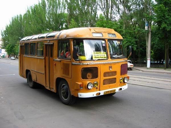 Đây cũng là trường học đầu tiên tại Hà Nội có xe bus đưa đón học sinh đi về mỗi ngày. Những chiếc xe Hải Âu Liên Xô cũng là một phần ký ức đáng nhớ của cựu học sinh trường Thực nghiệm những khóa đầu (ảnh: Internet).
