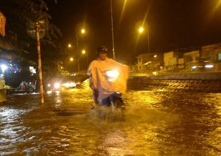 Cơn mưa kéo dài từ 16 giờ đến hơn 18 giờ