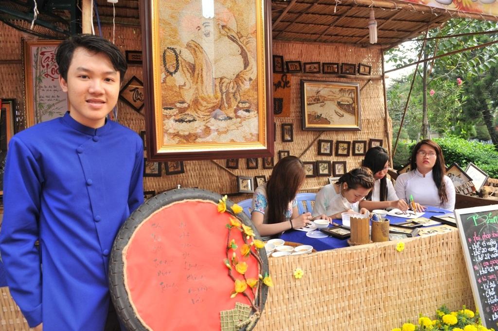Ông chủ trẻ của các tác phẩm tranh gạo Tấn Bửu cũng góp mặt lại chương trình