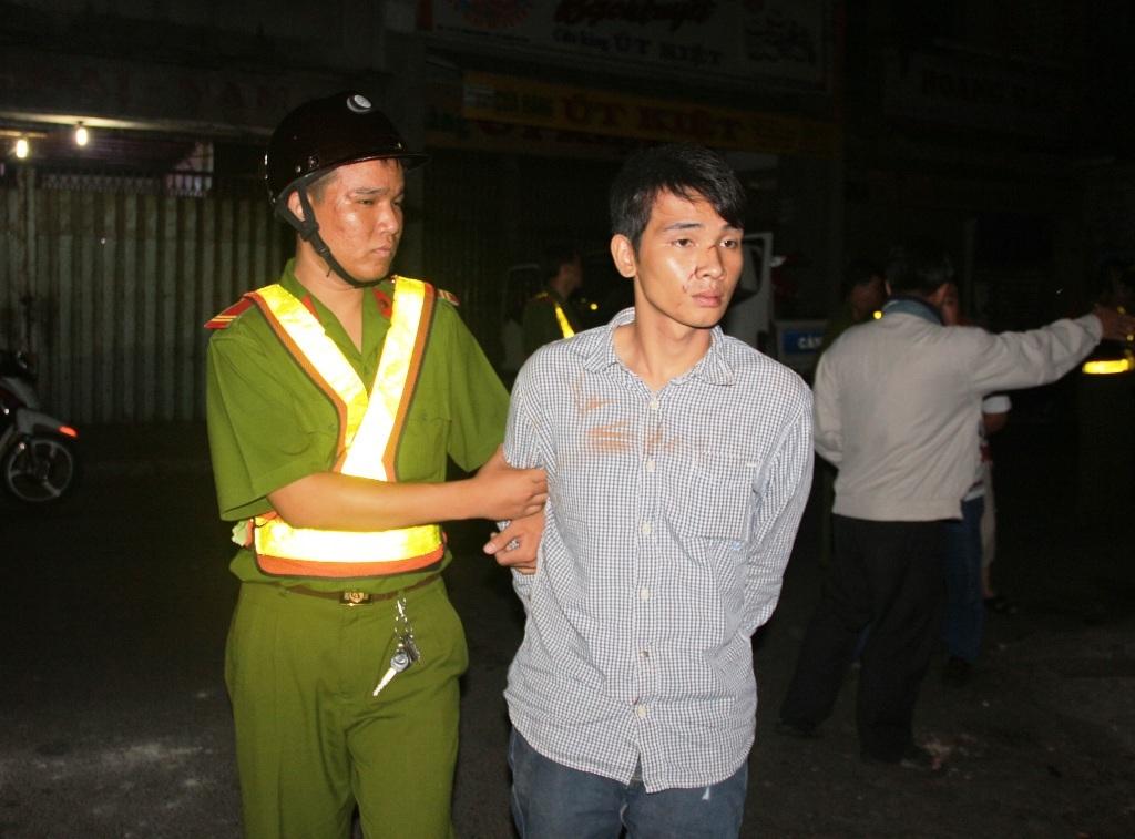 Đối tượng Nam bị công an bắt giữ sau khi bỏ chạy