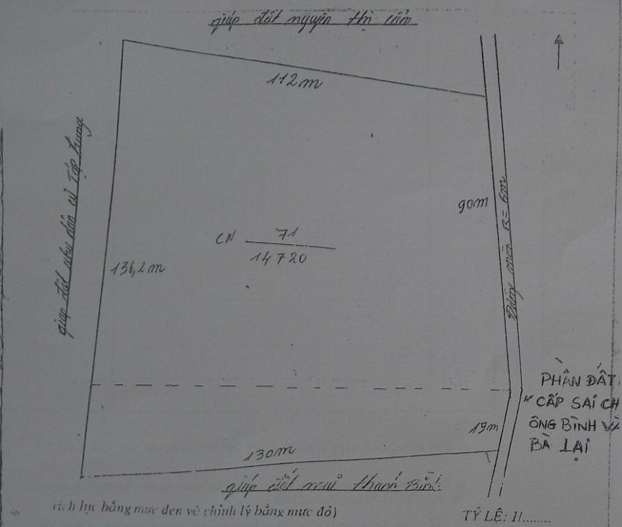 Giấy tờ đất đai của ông Đức thể hiện rõ ràng, phía tây giáp ranh với ông Mai Thanh Bình.