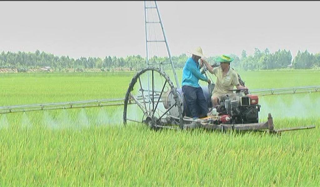 Nông dân chế máy phun thuốc, máy đào đất… thay thế hàng chục nhân công (nhờ chị Thương xem cho mục Khoa học)