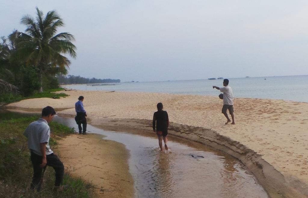 Đến Phú Quốc ngày nay tìm những bãi biển hoang sơ thế này là rất hiếm