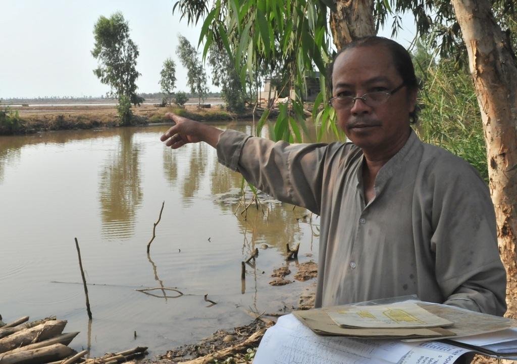 Ông Đặng Văn Nghiêm dù có giấy tờ chứng minh nguồn gốc đất rõ ràng nhưng vẫn bị mất đất.