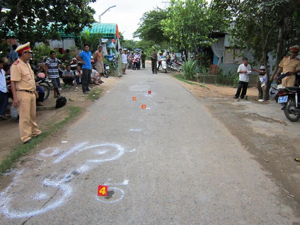 Hiện trường vụ tai nạn giao thông làm ông Trần Văn Dưng chết trên đường đi cấp cứu