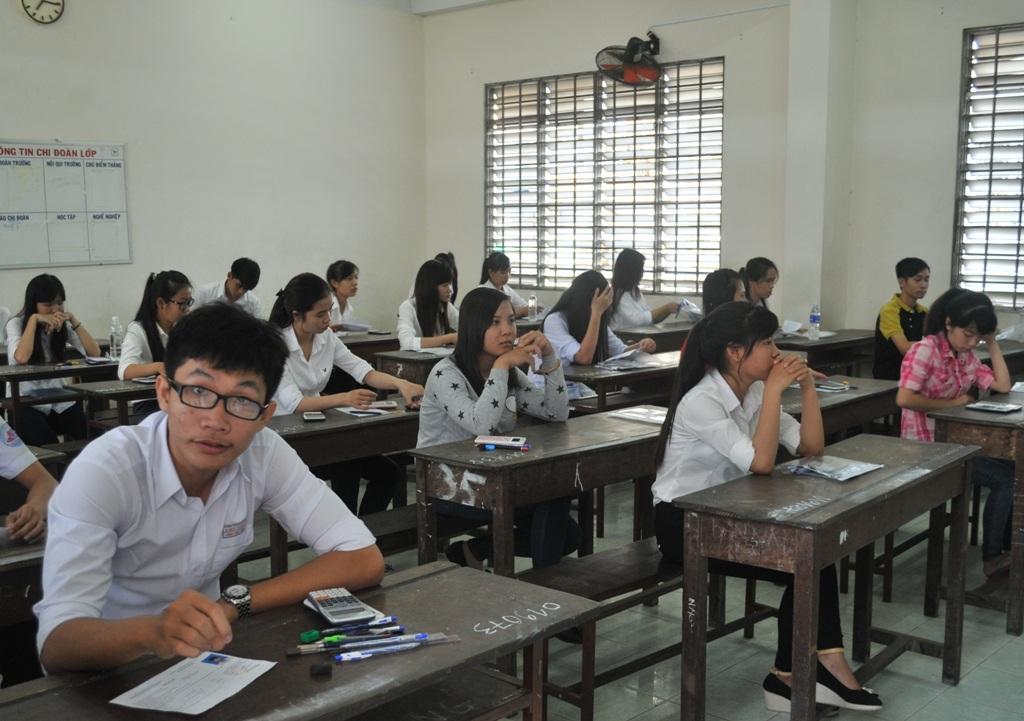 Các thí sinh bắt đầu bước vào môn thi đầu tiên. (Ảnh: Nguyễn Hành)