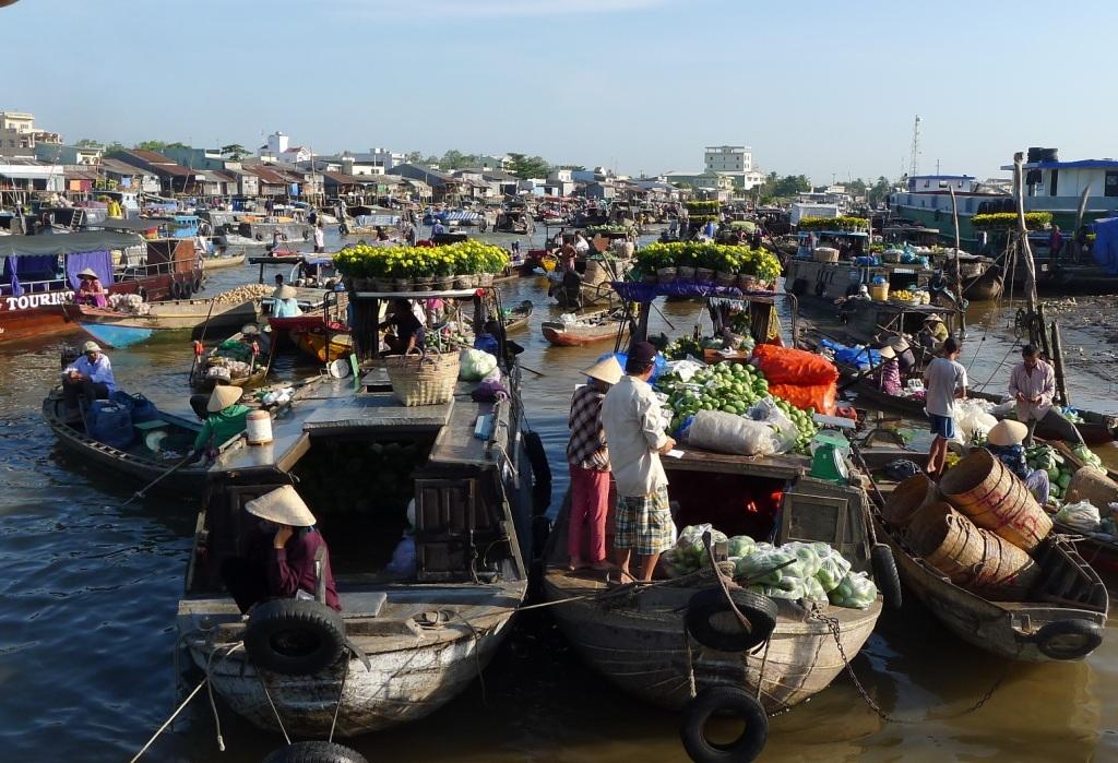 Mọi hoạt động mua bán đều diễn ra trên sông
