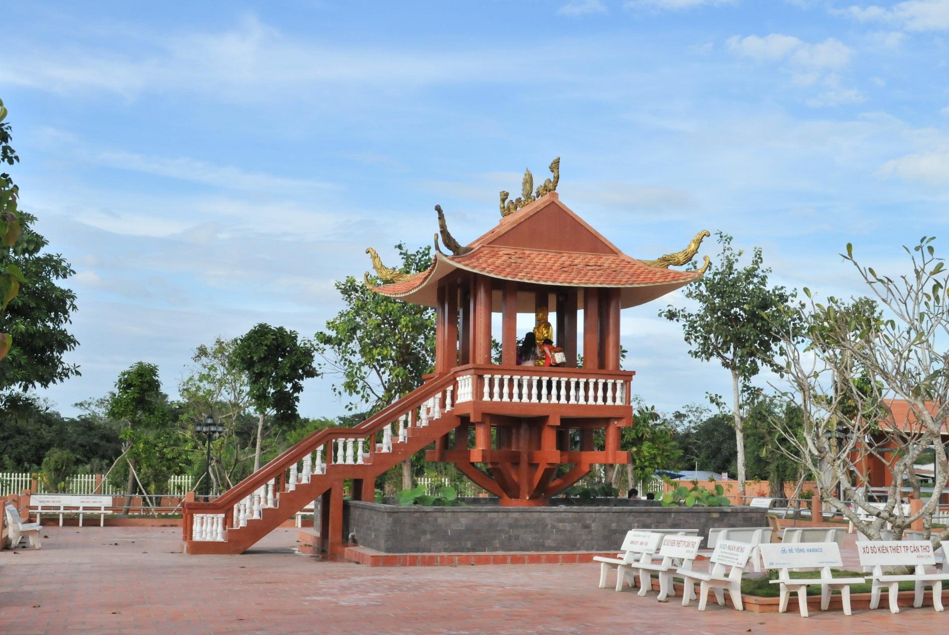Mô hình Chùa Một Cột cũng được tái dựng trong khuôn viên Thiền Viện Trúc Lâm Phương Nam