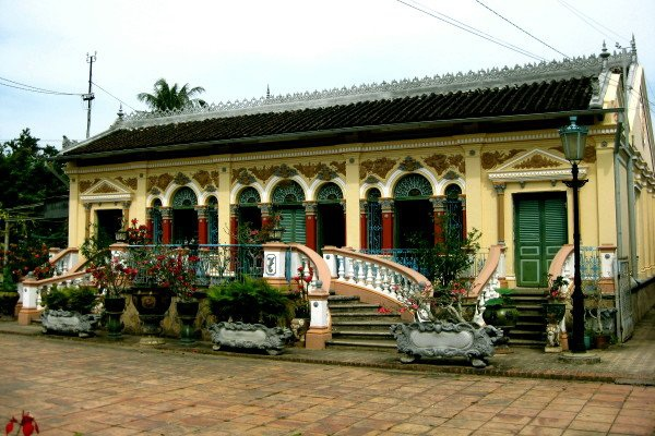 Nhà cổ Bình Thủy - được mệnh danh là ngôi nhà cổ đẹp nhất miền Tây (ảnh internet)