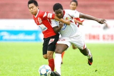 Bóng đá Việt Nam tồn tại nghịch lý là số đội hạng dưới lại ít hơn số đội hạng trên