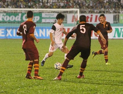 U19 AS Roma phòng ngự khu vực cực hay đúng chất Ý (ảnh: Nguyễn Đình)