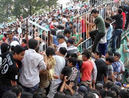 Năm 2012, người ta từng chen chúc nhau để xem XM Xuân Thành Sài Gòn đá bóng
