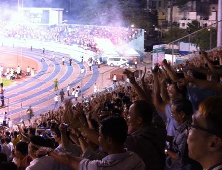 Sân Thống Nhất đầy ắp khán giả khi U19 Việt Nam thi đấu