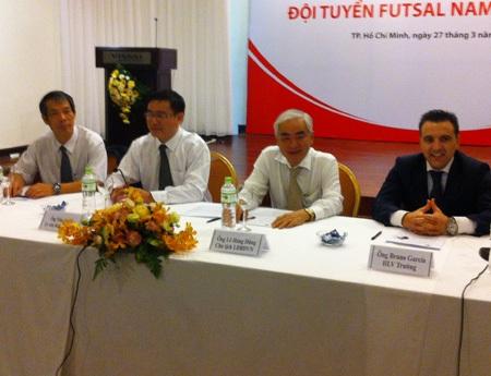 HLV đội tuyển futsal Việt Nam Bruno Formoso (bìa phải), ảnh: Trọng Vũ