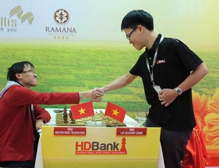 Trường Sơn hạ Quang Liêm trong trận đấu giữa 2 kỳ thủ giỏi nhất nước