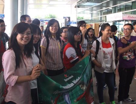 Các fan nữ của Nistelrooy tại Việt Nam