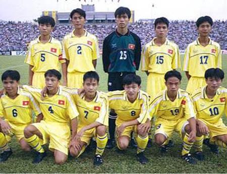 ... và lứa U16 Việt Nam từng vào bán kết giải châu Á năm 2000 đã lùi vào dĩ vãng