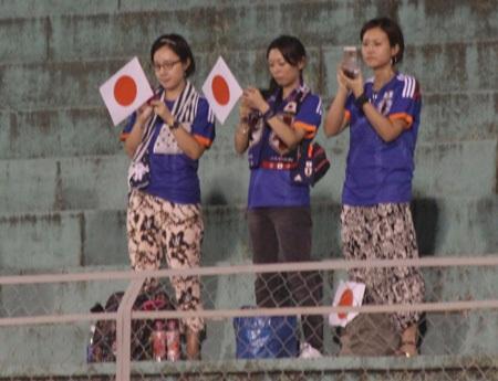 CĐV Nhật hiện diện ở mọi góc khán đài