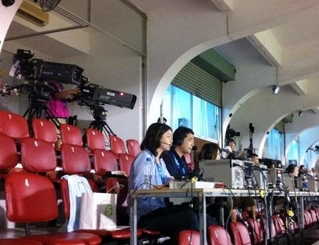 2 gia đình này, với 3 thế hệ khác nhau cũng dõi theo bước chân của đội bóng đá nữ Nhật Bản
