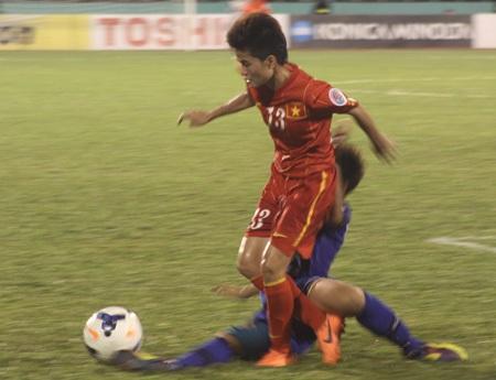 Đội tuyển nữ Việt Nam thiếu các phương án tiếp cận khung thành đối phương, ảnh: Trọng Vũ