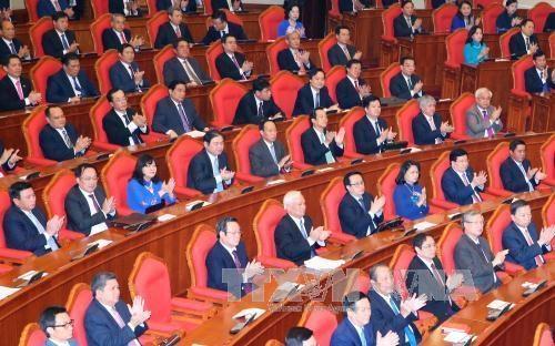 Trung ương thông qua Nghị quyết về việc tăng cường xây dựng, chỉnh đốn Đảng.
