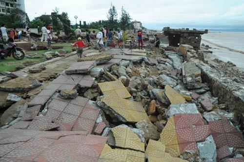 Bão số 2 mạnh hơn nhiều so với dự đoán, gây thiệt hại nặng nề cho 12 tỉnh, thành đầu mùa mưa bão năm nay.
