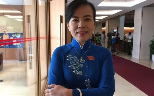 Đại biểu Nguyễn Thị Kim Thúy mong việc trả lời chất vấn sẽ kèm theo những cam kết của Bộ trưởng để đại biểu giám sát việc thực hiện, không để tiếp diễn tình trạng đánh trống bỏ dùi.