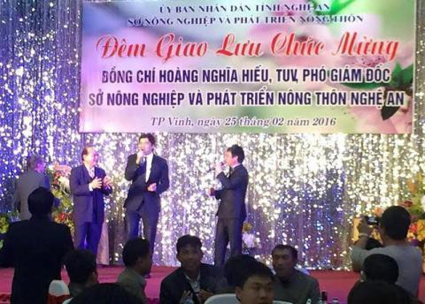 Những đại tiệc mừng lên chức như này sẽ bị nghiêm cấm (ảnh: báo Dân Việt).