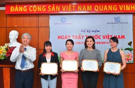 Nhiều cán bộ Y tế tại bệnh viện Đại học Y Dược đã được khen thưởng nhân Ngày Thầy thuốc Việt Nam