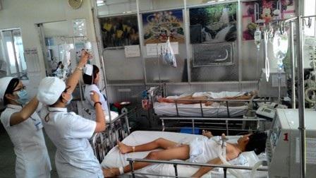 Bệnh nhân viêm não đang phải điều trị tích cực tại Nhi Đồng 1