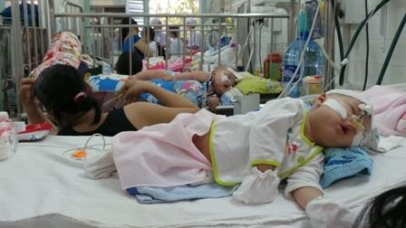 Trẻ điều trị tại khoa Hô hấp, bệnh viện Nhi Đồng 2