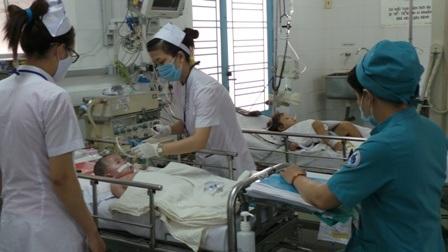 Trẻ mắc bệnh tay chân miệng được điều trị tại bệnh viện Nhi Đồng 1