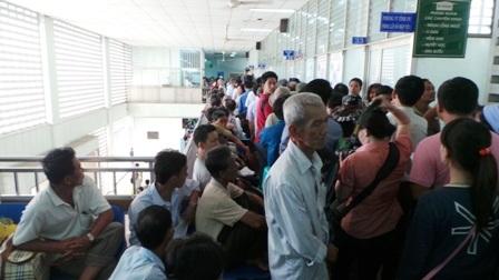 Các bệnh viện công tuyến trên đang rơi vào cảnh quá tải trầm trọng
