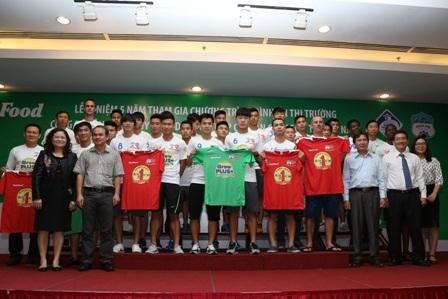 Đội bóng Hoàng Anh Gia Lai làm đại sứ thương hiệu cho nhãn hàng Grow Plus của Nutifood