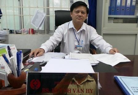 BS Huynh Văn Hy trả lời phỏng vấn của phóng viên về ca bệnh của sản phụ Thiên Lý