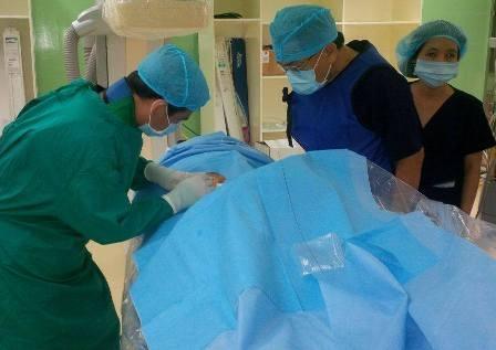 Bệnh nhi đã được can thiệp tắc mạch thành công tạo tiền đề cho phẫu thuật múc bỏ nhãn cầu