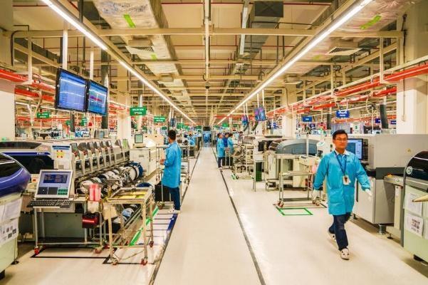Bên trong một nhà máy sản xuất thiết bị điện tử của Mỹ tại thành phố Hồ Chí Minh, Việt Nam (Nguồn: Shara Tibken/CNET)