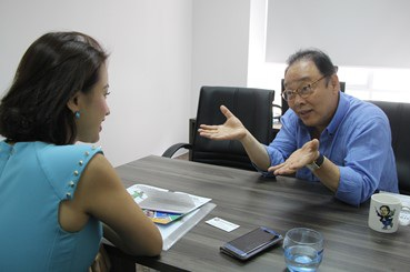 Vân Hugo trò chuyện cùng nhà TS. Ha Sung Ho - giám đốc dàn nhạc Pop Seoul Orchestra, hiệu trưởng trường Quốc tế Nghệ thuật ICA, Hà Nội.