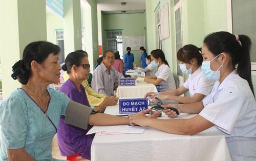 Đa khoa Quốc Tế Đông Á thường xuyên tổ chức các buổi khám bệnh từ thiện