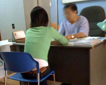 Trung bình một phụ nữ Việt trải qua 2,5 lần phá thai trong độ tuổi sinh đẻ do thiếu kiến thức, thông tin về các biện pháp tránh thai phù hợp (Trong ảnh: Một ca thăm khám bỏ thai)