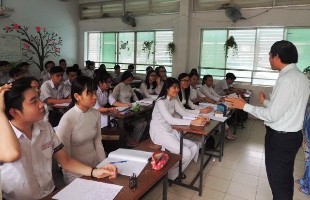 Học sinh khối 12 Trường THPT Tân Phong, TPHCM trong giờ học Ngoại ngữ