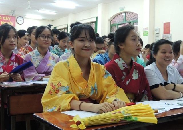 Học sinh đưa phong cách Nhật Bản vào lớp trong giờ học liên môn Sử - Địa về Nhật Bản