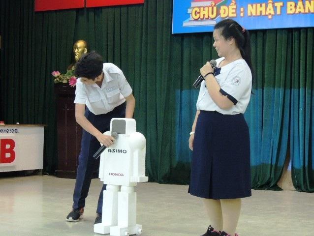 Học sinh tự tìm tòi về các sản phẩm khoa học kỹ thuật của Nhật, lắp ráp mô hình và giới thiệu các tính năng