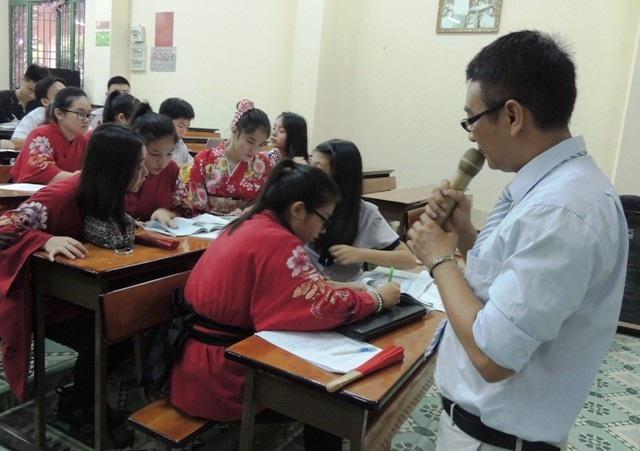 Hai giáo viên Sử - Địa cùng đứng lớp trong tiết dạy