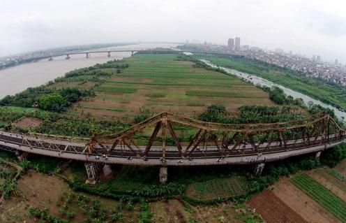 Theo quy hoạch, thành phố ven sông Hồng giai đoạn 1 sẽ trở thành trục không gian chính của Hà Nội với những cao ốc tài chính quốc tế, chung cư cao cấp, công viên đô thị ở ven bờ sông.