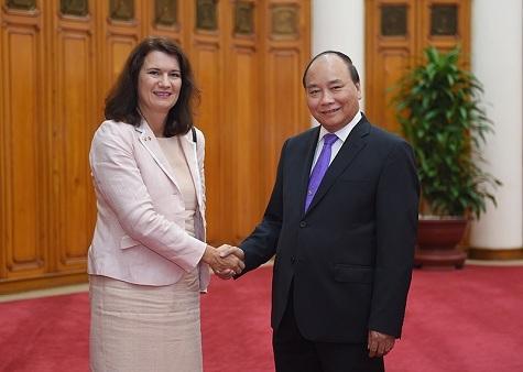 Thủ tướng Nguyễn Xuân Phúc tiếp Bộ trưởng Thương mại Thụy Điển Ann Linde. Ảnh: VGP
